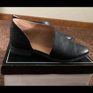 Pointed toe cut out loafers